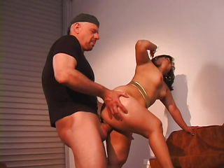 Порно лизать жирную жопу