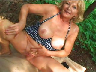 Порно зрелых женщин в групповухе