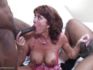 Секс втроем любительское жена