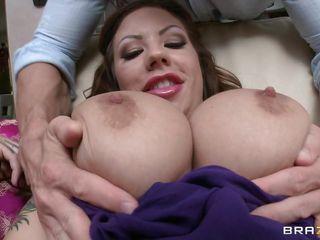 Порно огромная натуральная грудь 5 12 размеров
