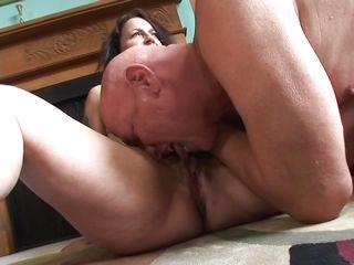 Смотрели порно выебали жену