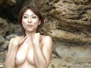 Голые женщины на пляже