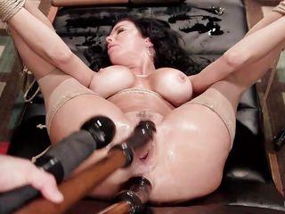 Порно двойное проникновение с игрушками