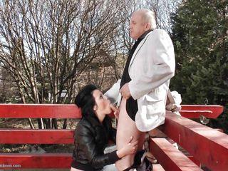 Порно молодые со старушками