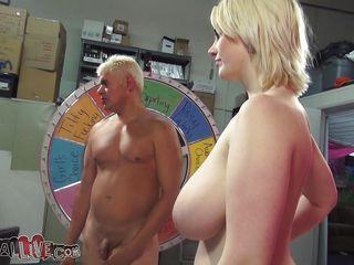 Порно с натуральными огромными сиськами hd