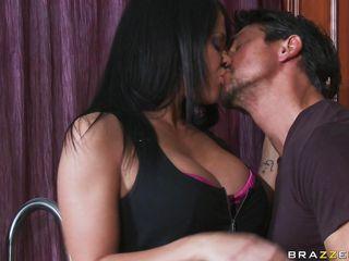 Домашнее порно жена дрочит мужу