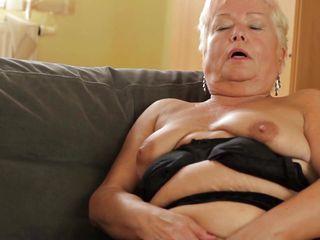 Жена снимает трусы видео