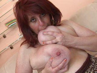 Порно зрелых немок с огромными дойками
