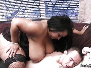 Порно большие сиськи дрочат