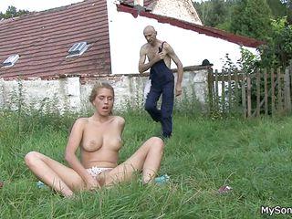 Порно русской муж застал жену