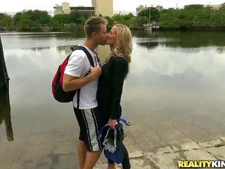 Молодая мамочка с сыном