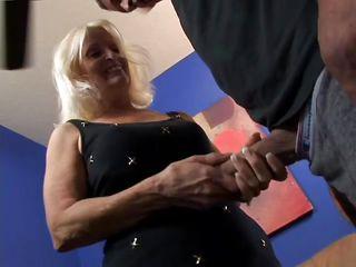 Порно старая и молодая лесби