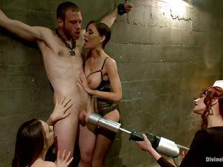 Порно видео дыра в стене