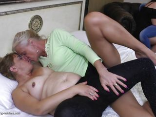 Порно волосатые лисби