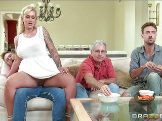 Жена заставляет сосать член порно