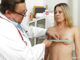Киска жены в сперме