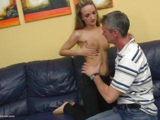Порно миниатюрные маленькая грудь