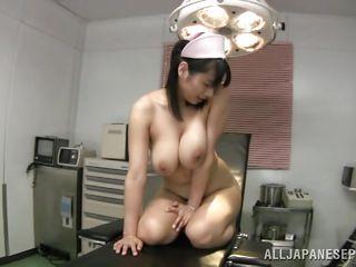 Порно звезды с натуральными сиськами