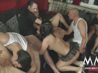 Сосет любительское порно