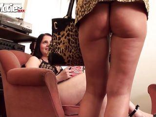 жена мастурбирует муж снимает видео