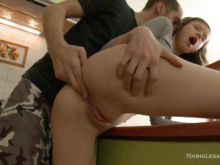 Порно дрочит парню скачать