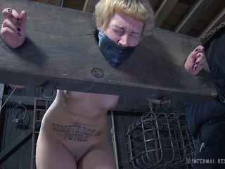 Порно видео бос траха секретаршу руське