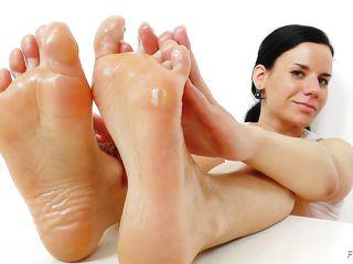 Целовать ножки госпоже
