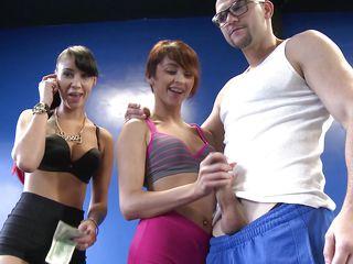 Порно видео монашку ебут в 2 члена