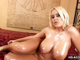 Порно два негра и грудастая блондинка