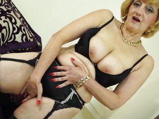 Смотреть порно в магазине нижнего белья