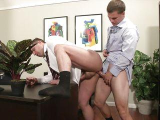 Гей секс в офисе