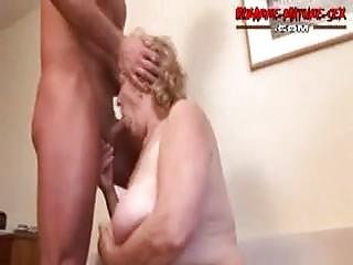 Волосатая ссыт в рот порно
