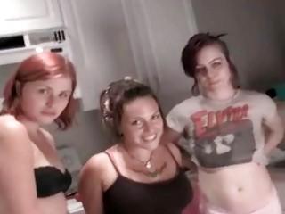 Писают струей сэкс порно