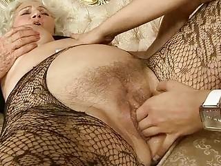 Порно с молодой домохозяйки