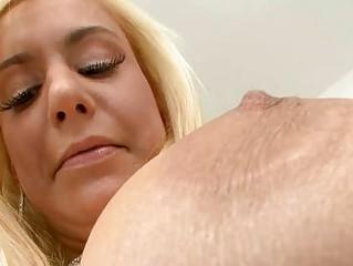 Секс с грудастыми домохозяйками средних лет