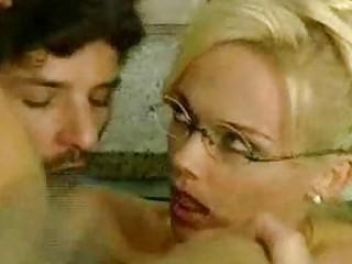 Бесплатные фильмы маленькая грудь двойное проникновение порно