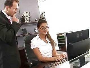 Муж ебет секретаршу
