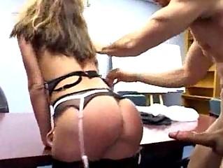 Групповое порно с секретаршей в чулках