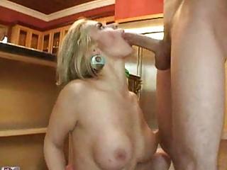 Грудастая домохозяйка джоди вест в порно