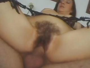 Волосатая пизда писает в рот порно ролики