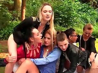 Видео писающие лесбиянки