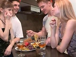 Порно видео лезби писсинг