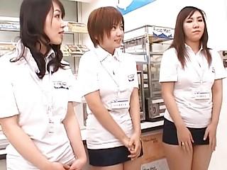 порно девки ссут на улице