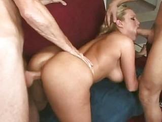 Порно ебут двух шлюх