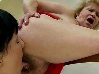 Порно молодые красивые домохозяйки