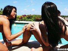 Бесплатно порно возле бассейна