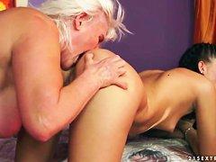 Смотреть видео мохнатые старушки