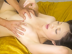 Порно молодую японку пальцами и языком пожилой