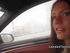 Порно лена отсасывает в машине