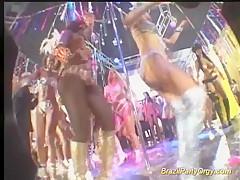 Танцы нудистов видео